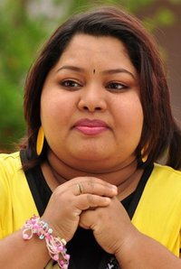 Actor Aarthi in Yatchan, Actor Aarthi photos, videos in Yatchan