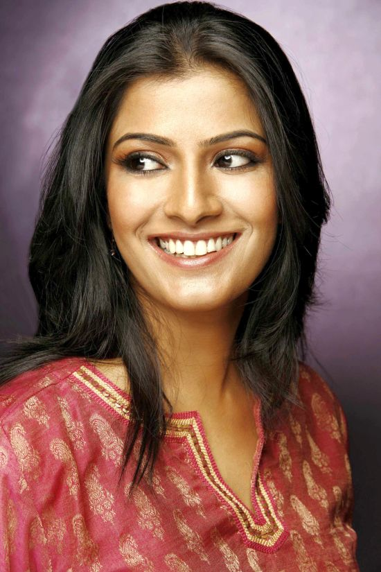 Movie Varalaxmi Sarathkumar Photos, Videos, Reviews
