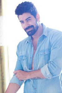 Actor Kabir Duhan Singh in Kanchana 3, Actor Kabir Duhan Singh photos, videos in Kanchana 3