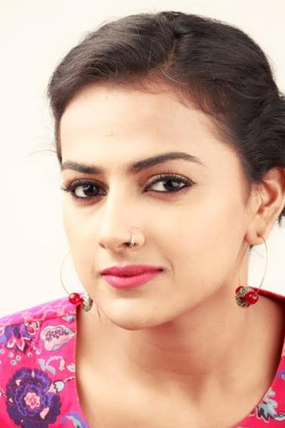 Movie Shraddha Srinath Photos, Videos, Reviews