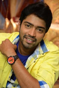 Actor Allari Naresh in Intlo Dayyam Nakem Bhayyam, Actor Allari Naresh photos, videos in Intlo Dayyam Nakem Bhayyam