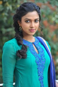 Actor Amala Paul in Minmini, Actor Amala Paul photos, videos in Minmini