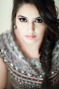 Actor Ragini Dwivedi in Velan Ettuthikkum, Actor Ragini Dwivedi photos, videos in Velan Ettuthikkum