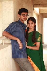 Palli Paruvathile Tamil movie reviews, photos, videos