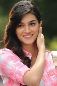 Actor Kriti Sanon in Arjun Patiala, Actor Kriti Sanon photos, videos in Arjun Patiala