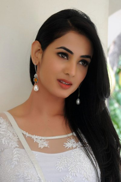 Movie Sonal Chauhan Photos, Videos, Reviews