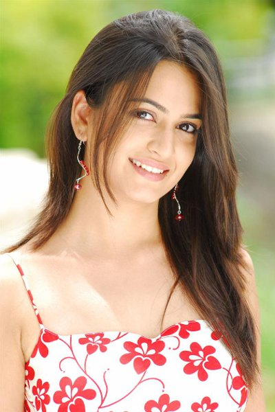 Movie Kriti Kharbanda Photos, Videos, Reviews