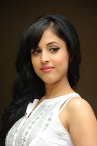 Actor Priya Banerjee in Chithiram Pesudhadi 2, Actor Priya Banerjee photos, videos in Chithiram Pesudhadi 2