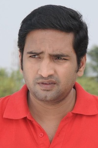 Actor Santhanam in Oodi Oodi Uzhaikanum, Actor Santhanam photos, videos in Oodi Oodi Uzhaikanum