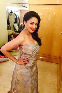 Actor Madhuri Dixit in Kalank, Actor Madhuri Dixit photos, videos in Kalank