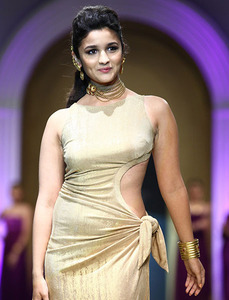 Actor Alia Bhatt in Student of the Year 2, Actor Alia Bhatt photos, videos in Student of the Year 2