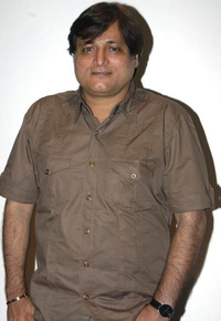 Actor Manoj Joshi in PM Narendra Modi, Actor Manoj Joshi photos, videos in PM Narendra Modi