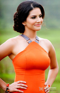 Actor Sunny Leone in Arjun Patiala, Actor Sunny Leone photos, videos in Arjun Patiala