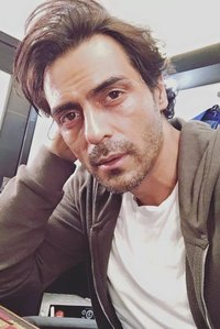 Actor Arjun Rampal in Aankhen 2, Actor Arjun Rampal photos, videos in Aankhen 2