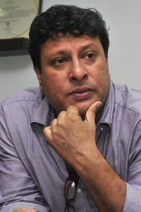 Actor Tigmanshu Dhulia in Zero, Actor Tigmanshu Dhulia photos, videos in Zero