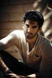 Actor Aditya Roy Kapur in Kalank, Actor Aditya Roy Kapur photos, videos in Kalank