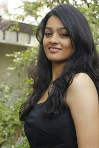 Actor Gayathrie Shankar in Chithiram Pesudhadi 2, Actor Gayathrie Shankar photos, videos in Chithiram Pesudhadi 2