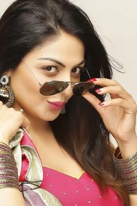 Actor Neeru Bajwa in Phoonk 2, Actor Neeru Bajwa photos, videos in Phoonk 2