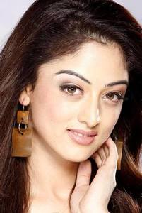 Actor Sandeepa Dhar in Zero, Actor Sandeepa Dhar photos, videos in Zero