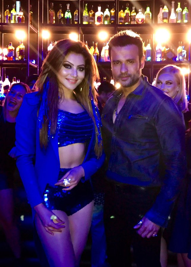 Urvashi Rautela, Rohit Roy on the sets of a Saara Zamaana song shoot for Kaabil