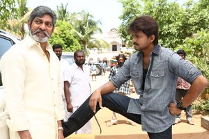 Vijay, Jagapathi Babu still from in Bairavaa Movie