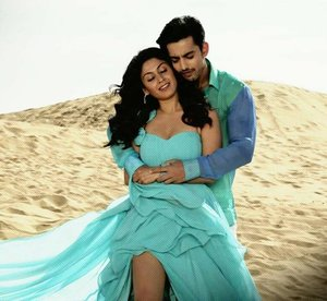 Jeena Isi Ka Naam Hai Hindi Movie Stills | Himansh Kohli, Manjari Fadnis