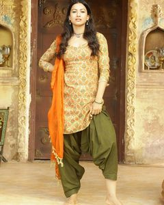 Gauhar Khan Stills from the sets of Begum Jaan