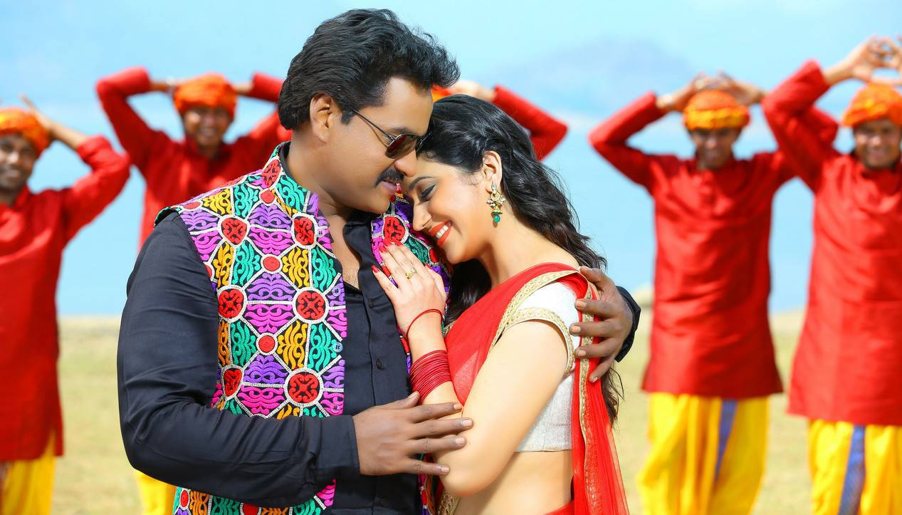 Chubby Mallu Beauty back with Sunil?