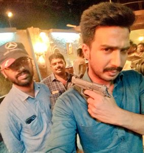 Vishnu Vishal and Director Ramkumar on the sets of Minmini