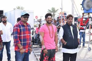 Duvvada Jagannadham Working Stills | Allu Arjun, Director Harish Shankar