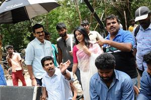 Checkout the latest stills of Tamil movie Kootathil Oruthan starring Ashok Selvan and Priya Anand in the lead roles
