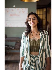 Shraddha Srinath Super images.