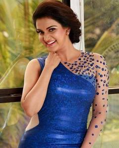Cute actress Honey Rose Pics.