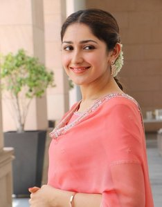 Beautiful Sayesha Saigal Pictures.