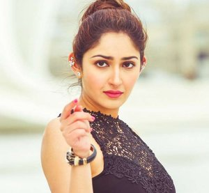 Beautiful Sayesha Saigal Picture
