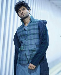 Vijay Deverakonda Stunning Stills From Taxiwaala