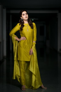 Rashi Khanna Gorgeous Pictures.